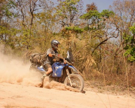 Ein Mann, ein Motorrad, zwei Länder