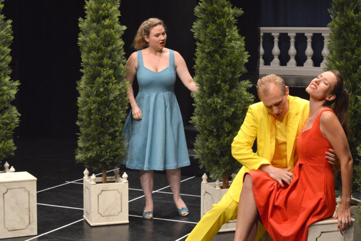 Das Ensemble der Free Opera Company spielt die Oper Liebe und Eifersucht von ETA Hoffmann im Theater Rigiblick in Zürich.