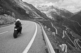 Maenner Motorrad Wochenende Schweiz Alpen 30