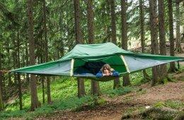Camping statt Glamping für Authorin Alexandra im Baumzelt