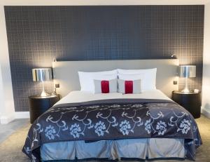 Geschmackvoll eingerichtete Zimmer im Hotel Schweizerhof