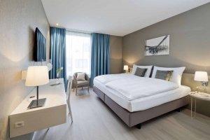 Kettenbruecke-Zimmer-Bett