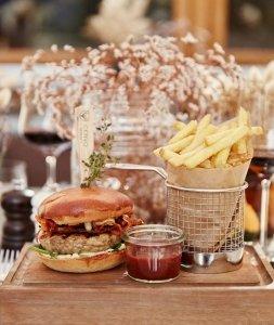 cervo-cervo-burger-mit-fries